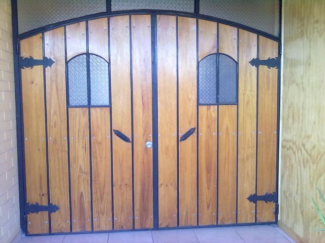 Se vende port n madera fierro excelente estado en san for Bar de madera y fierro
