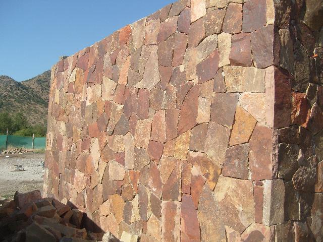 Piedra de cantera natural en colina - Imagenes de muros de piedra ...